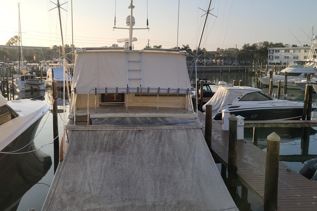 Sylvan Mirage 8522 Lounger – Boating World