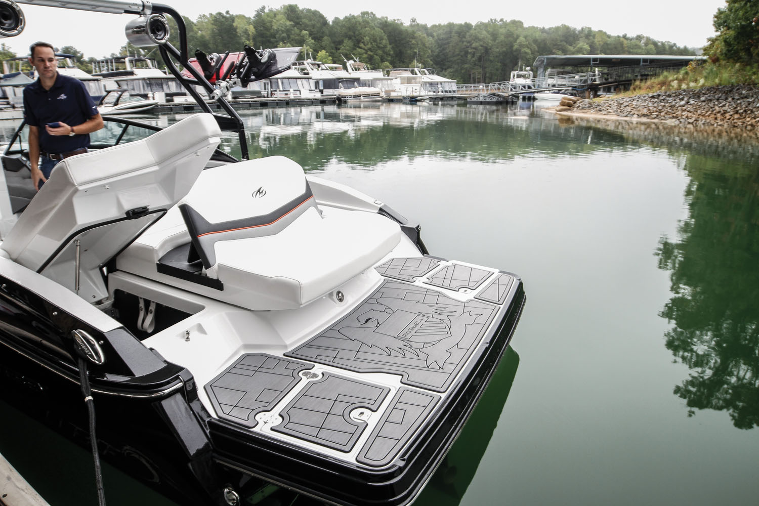Monterey 238SS Roswell Surf Edition - Boating World