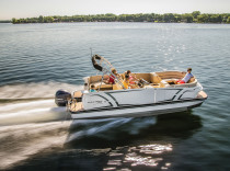 Larson Escape 25 TTT – Larson's now in the pontoon business, and like Sinatra, the builder did it its way.