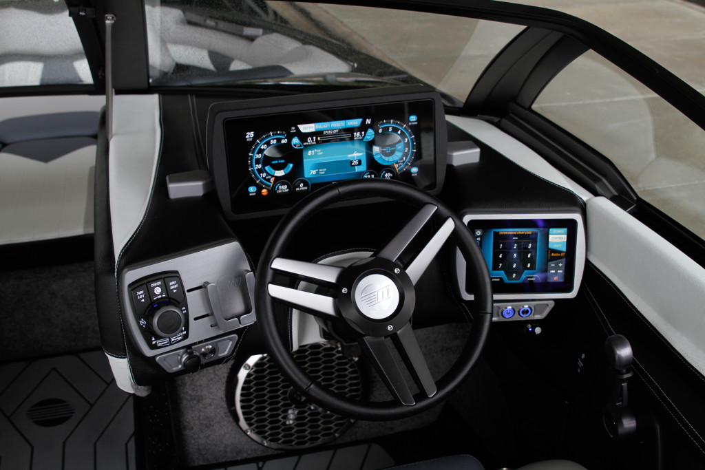 Malibu 25 LSV-command center