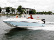 Hurricane CC 19 OB – Hurricane's newest 19-footer is its first deckboat to sport a center console, but it's more than just a fishing boat.