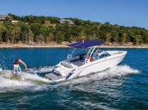 Cobalt R5 WSS Surf – The R5 WSS Surf uses Volvo Penta's Forward Drive to create an endless wave.