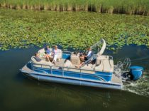 SunChaser Classic 8522 Cruise SG – SunChaser found a way to offer a sporty, well-appointed pontoon at a great price.