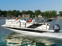 Hurricane FunDeck 236 WB O/B – Hurricane's 236 WB is a crossover that runs like a sportboat but entertains like a pontoon.